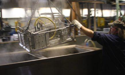 清洗锌压铸模具的形象